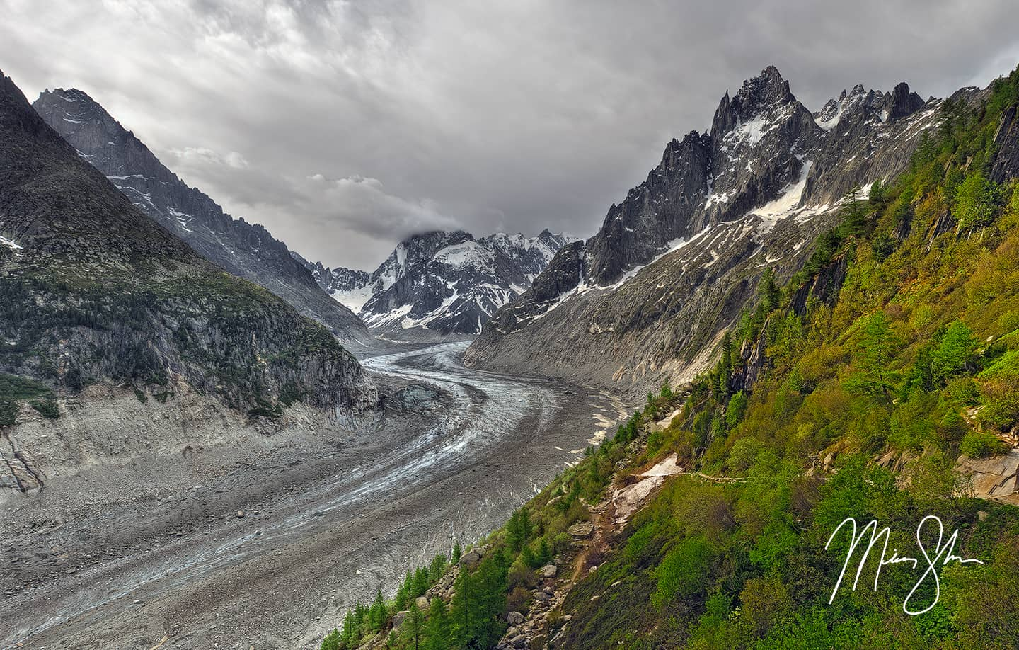 Mer De Glace: The Frozen Road