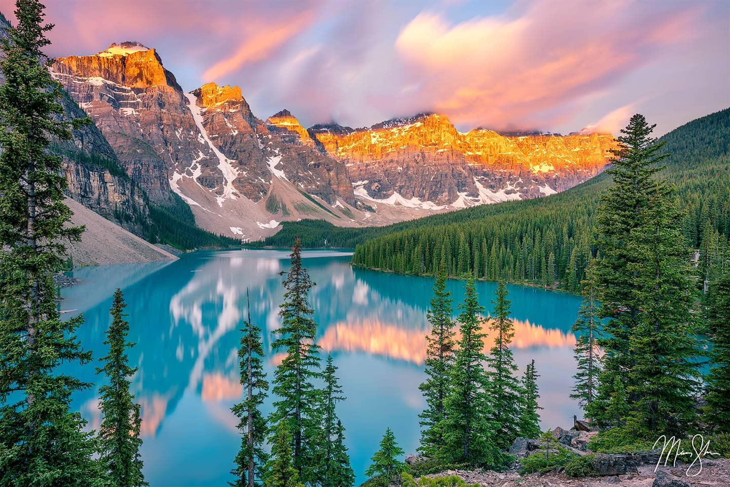 Mountain Photography: Moraine Lake at sunrise