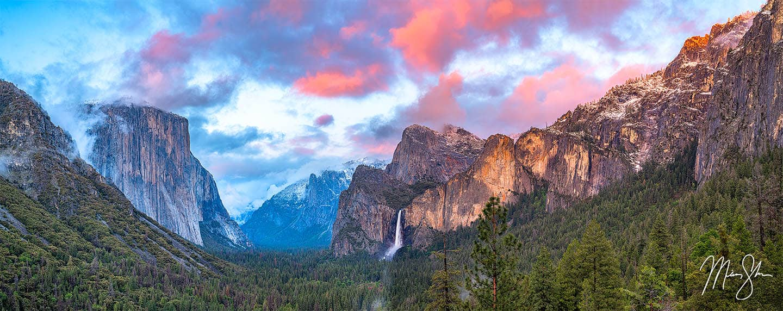Yosemite Sunset Panorama - Tunnel View, Yosemite National Park, California